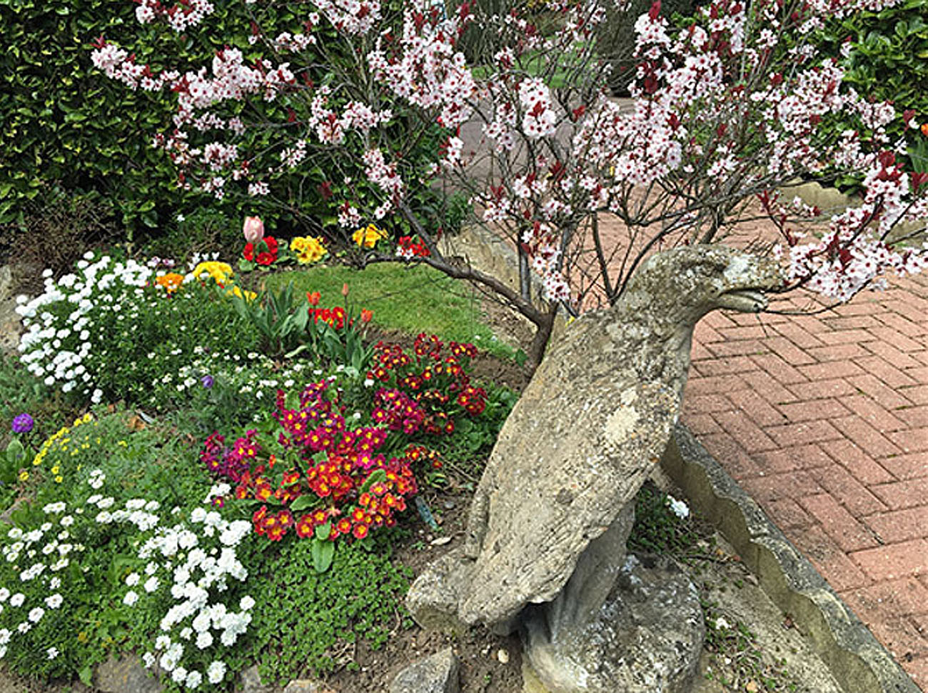 Allwinds Ground Maintenace provide commercial and residential garden services in Buckinghamshire covering Beaconsfield, Chalfont St Peter, Fulmer, Gerrards Cross, High Wycombe, Holmer Green, Little Chalfont