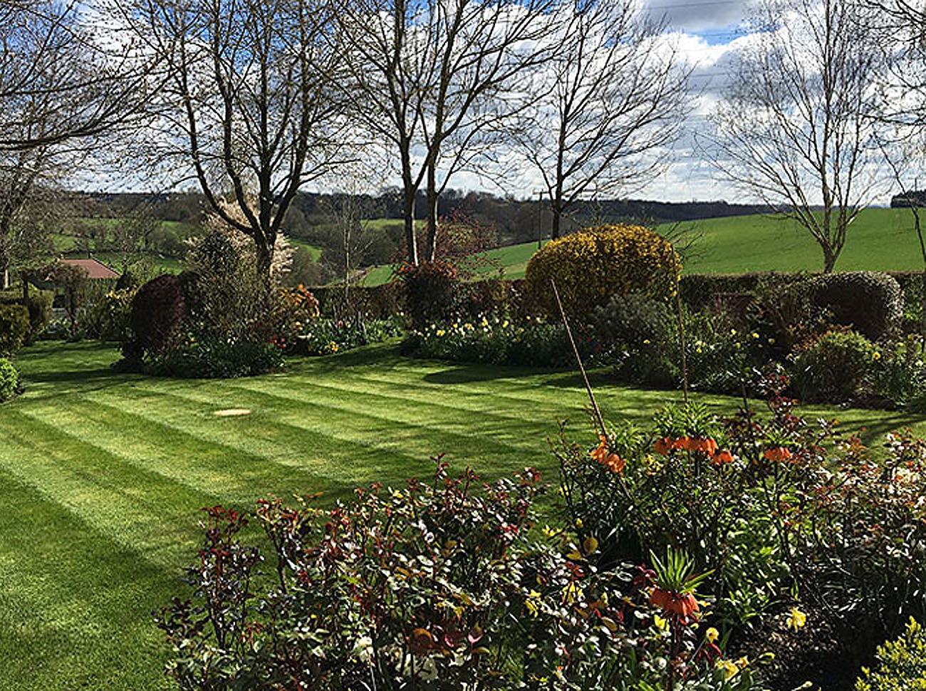 Allwinds Ground Maintenace provide commercial and residential garden services in Hertfordshire covering Harpenden, Hemel Hempstead, Hitchin, Welwyn Garden City, St Albans