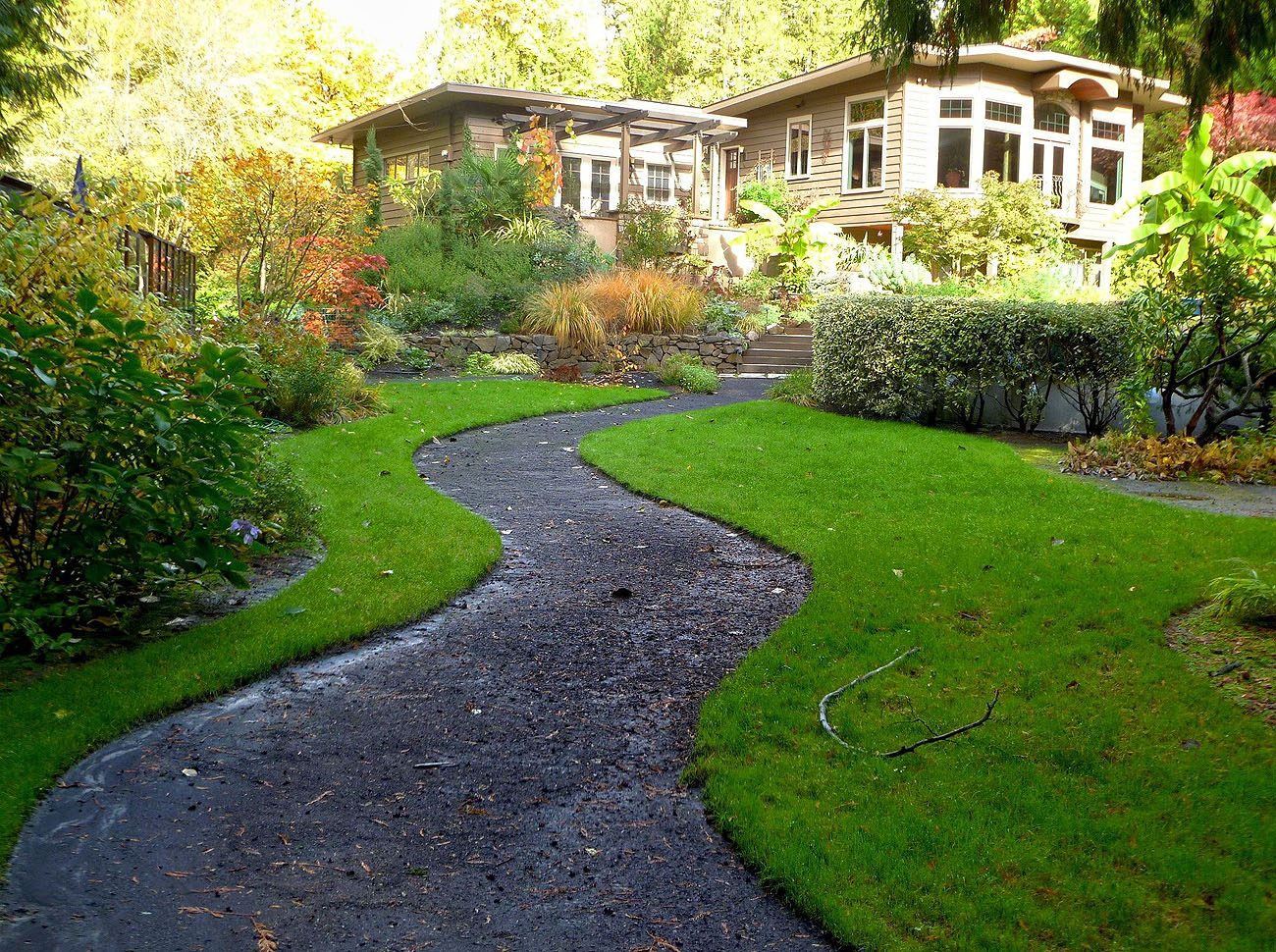 Allwinds Grounds Ltd professional grounds maintenance to multi acre sites such as apartment complexes, estates, manor estates, heritage gardens and business premises